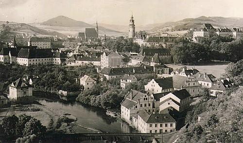 Tzv. Porákův most v Českém Krumlově (na snímku dole)
