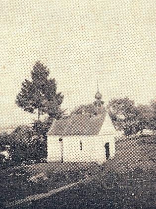 Kaple v Jaroměři (Jarmirn), kde maminka za šrůtek uzeného vydobyla na Rudé armádě zabaveného koně