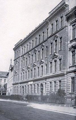 Učitelský ústav v Českých Budějovicích, kde s vyznamenáním maturoval roku 1913