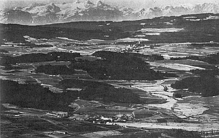 ... a detail téhož snímku se zvýrazněnými alpskými hřebeny