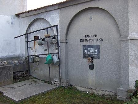 Hrob v Českém Krumlově a hřbitovní kout s místem jejího posledního odpočinku