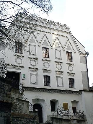 Českokrumlovská hudební škola - význačná budova města vtěsném sousedství kostela sv. Víta