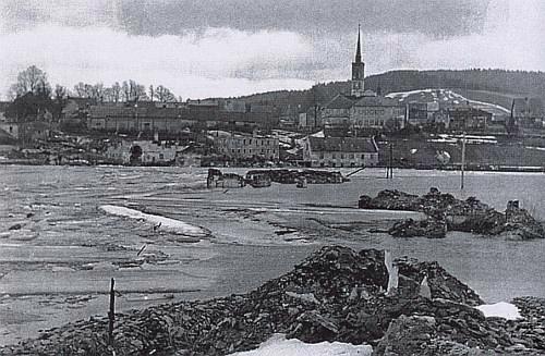 Frymburk na snímku z roku 1958: obraz opuštěnosti a zkázy...
