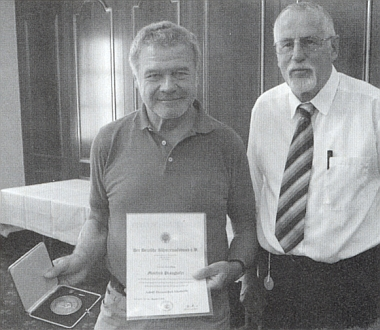 Za dlouholetou práci byl u příležitosti 25. spolkového setkání Šumavanů a 125. výročí vzniku jejich sdružení Deutscher Böhmerwaldbund roku 1884 v Českých Budějovicích vyznamenán medailí Adolfa Hasenöhrla, kterou mu předal Ingo Hans