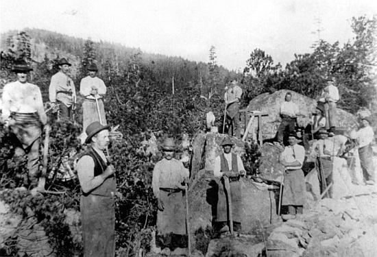 Jeho dědeček Johann Pranghofer (1854-1931) je na snímku zachycen jako vedoucí stavby přístupové cesty     kPlešnému jezeru v roce 1911 (je to onem muž v popředí, kouřící dýmku)