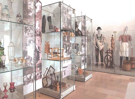 Dva záběry z novější expozice Šumavského muzea v Pasově