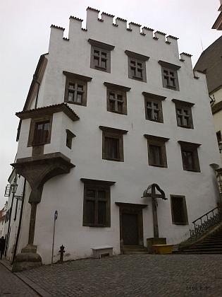 ... a pod ním stojící kaplanka (Kaplanhaus)