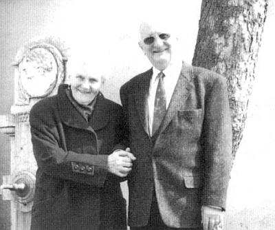 31. března 2009 oslavil se svou paní Elfi, roz. Bräuerovou, dcerou truhláře z Chvalšin, zlatou svatbu