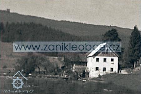 Rodný Panský mlýn u Frymburka na fotografii z roku 1930 a z roku 1952 před zánikem