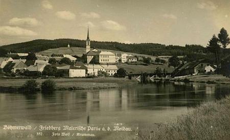"""""""Malebná partie u Vltavy"""" na pohlednici Frymburka od Josefa Wolfa"""