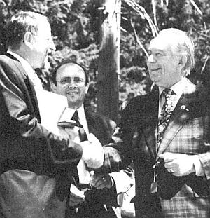 Vyznamenává Ingo Hanse záslužnou medailí okresu Freyung-Grafenau