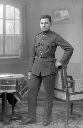 Snímek ze Seidelova fotoateliéru z června roku 1923 je psán na jméno Franz Prexl, bohužel bez adresy - věk odpovídá, mohl by to on vdobě konání vojenské služby?