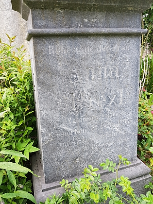 Hrob babičky Anny na hřbitově v Rejštejně (zemřela v pouhých 41letech)