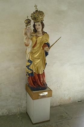 Madona z rychnůveckého kostela byla prý před jeho zničením tajně převezena zabalená v peřinách do Frymburka; dnes je uložena ve vyšebrodském klášteře