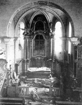 ... a pohled na zdevastovaný interiér někdy v polovině padesátých let 20. století