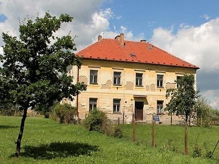 Někdejší škola a kostel Nejsvětější Trojice v Kondrači
