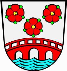 Znak dolnobavorského města Simbach am Inn, kde zemřela, s mostem, vedoucím přes řeku Inn do Rakouska - ani ty tři pětiliské růže nemají s jejími rodnými jižními Čechami nic společného