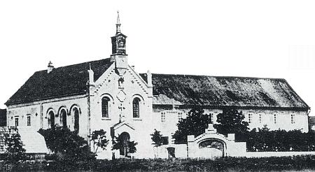Kongregaci Chudých školských sester de Notre Dame patřil i výchovný ústav v Bystřici nadÚhlavou, který v roce 1859 založil Karl Anton kníže Hohenzollern