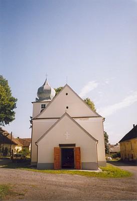 V roce 2003 renovovaný kostel v Hyršově