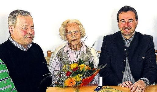 V březnu 2010 jí bylo uděleno městysem Ulrichsberg ocenění za zásluhy