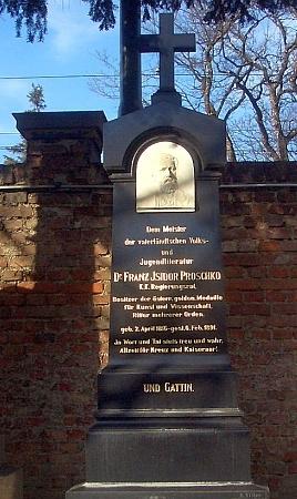 """Jeho """"čestný hrob"""" na vídeňském Ústředním hřbitově"""