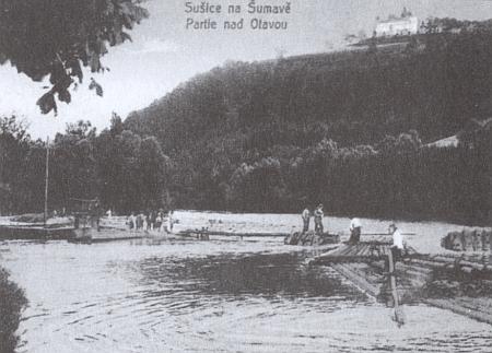 Poutní kaple Andělů Strážců nad řekou Otavou, ještě s vory, na staré kolorované a černobílé pohlednici