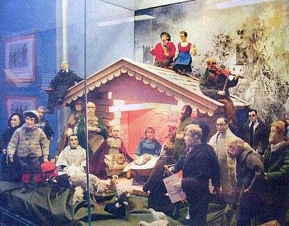 ...a dílčí instalace v muzeu po povodních 2002, na střešesedí v podobě figurek Josef a Maria Pscheidlovi...