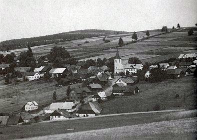 Zhůří pod Javornou  na snímcích z let 1935 a 1998...