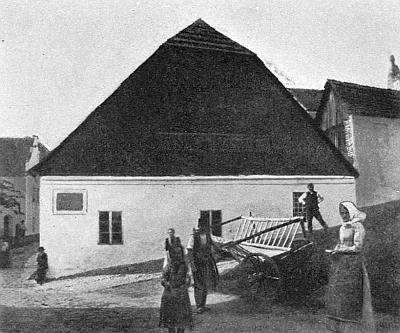 Rodný domek v Týně nad Vltavou na staré fotografii...