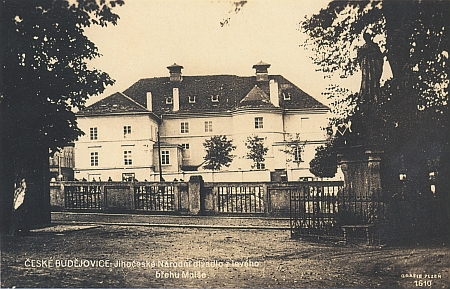 Českobudějovické divadlo na staré pohlednici
