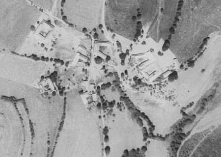 ... a Lověšické Rovné na leteckých snímcích z let 1952 a 2008