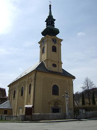Barokní kostel Panny Marie Bolestné a sv. Jana Nepomuckého v Omleničce na snímku z jara roku 2012