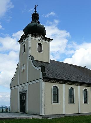 Kostel Panny Marii Sněžné na Hiltschnerberg na snímcích z roku 2017