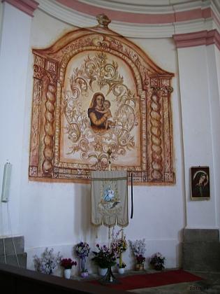 Poutní korouhev ze Svatého Kamene ze dnů znovuvysvěcení kostela v roce 1993
