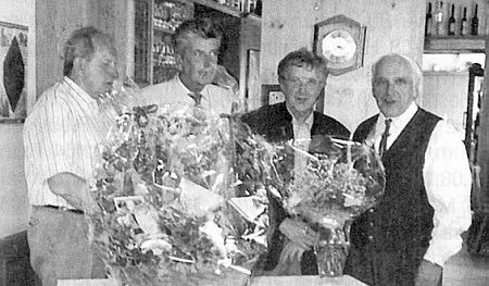 Při oslavě osmdesátin stojí druhý zprava, úplně napravo Johannes Spörker