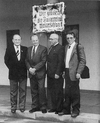 Tady jsou pohromadě Franz Zdiarsky, Franz Hoffelner (Solzer), Hanns Spörker a on sám na setkání Malontských roku 1985
