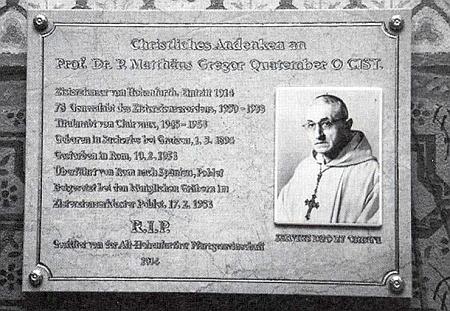 Pamětní deska, umístěná od 3. března roku 2014 na stěně hřbitovní kaple sv. Anny v klášteře Vyšší Brod - který z těch snímků je převrácený, se již asi nikdy nedozvíme