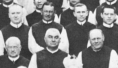 Dole uprostřed na výřezu z fotografie vyšebrodského konventu z května 1925 u příležitosti volby opata Tecelina Jaksche - nad ním stojí Daniel Waschenpelz a vpravo nahoře Dominik Kaindl (viz i Josef Tibitanzl)