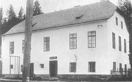 Škola v Polce (viz i Emil Weber)