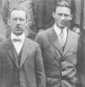 Pan řídící Meisinger a vpravo učitel Bernhard Ilg, který padl ve druhé světové válce
