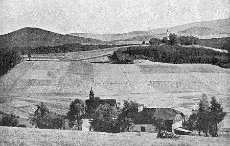 Při Všerubském průsmyku: v popředí kostelík sv. Václava vBrůdku     a vpravo na Tanaberku za ním kostel sv. Anny