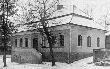 Škola v Hájku (Donau), do které chodil