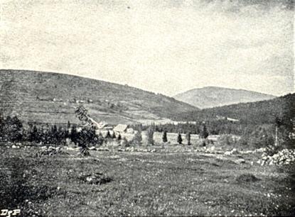 Dva vzácné snímky Grünbergerhofu a Grünberghütte, jejichž autorem je knížecí lesník z Nové Studnice a dnes zapomenutý fotograf Mathias Bronec