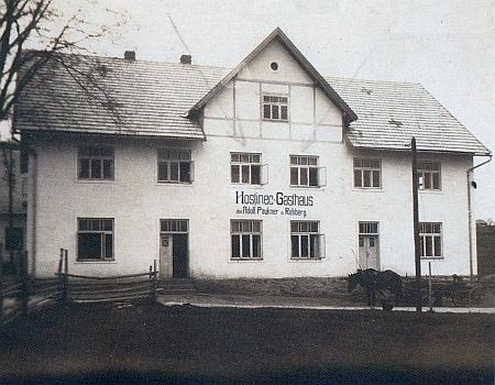 Hostinec Adolfa Pauknera v Srní na dvou starých pohlednicích