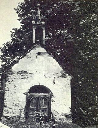 Takto vyhlížela mariánská kaple v Jistebníku někdy v létě roku 1983
