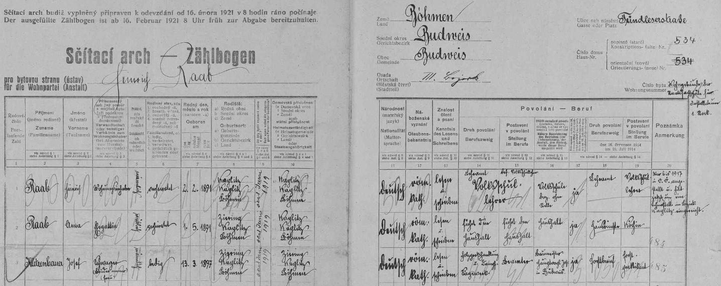 Vlastní rukou a výrazným písmem tady v českobudějovickém domě čp. 534 na Doudlebské (dnes Dukelské) ulici zaznamenal na archu sčítání lidu z roku 1921 data svá (poznamenává, že byl do roku 1917 ustanoven učitelem vHorním Rakousku, nyní že působí v okr. Kaplice), své ženy Anny, narozené 1. května 1891 v Čeříně (Ziering) - brali se 25. ledna 1917 v Rožmitále na Šumavě (alespoň podle rodového katastru tamní matriky, viz obrazová příloha ktextové ukázce Gregora Kletzenbauera, kde je Raab označen jako učitel v Bad Ischlu, nyní v Nižších Hodonicích /Unterhodenitz/) - a švagra Josefa Kletzenbauera, narozeného 13. března 1897 v Čeříně jako jeho sestra Anna a označeného tu Raabovou rukou jako úředník při českobudějovickém obchodu se dřevem a parní pile stavitele Josefa Hauptvogla (ten žil v letech 1859-1945)
