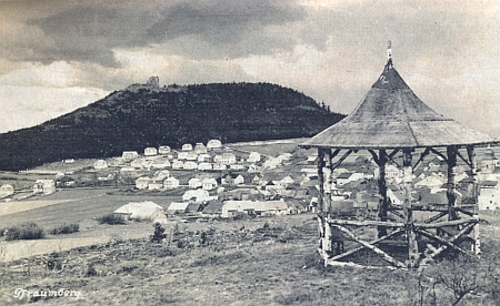 Pohled ze Šibeničního vrchu (Galgenberg) na městečko Přimdu a hrad téhož jména