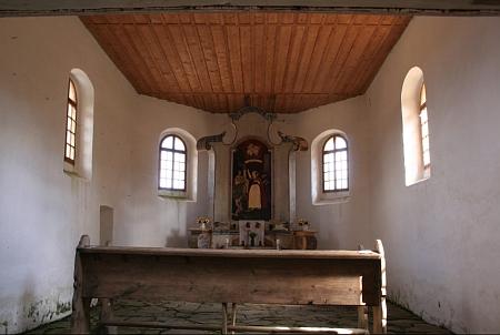 Interiér kaple a oltářní obraz sv. Kunhuty v kapli na Prenetu