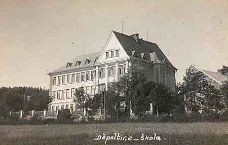 Poslední německý farář v Děpolticích, kam Divišovice církevně přináležely, přišel sem v roce 1939 ze Srní ajmenoval se Johann Grill