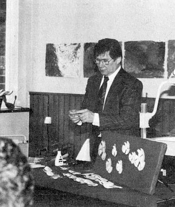 """Při své výstavě """"šumavských holubiček"""" ve Fallbachu roku 1993"""